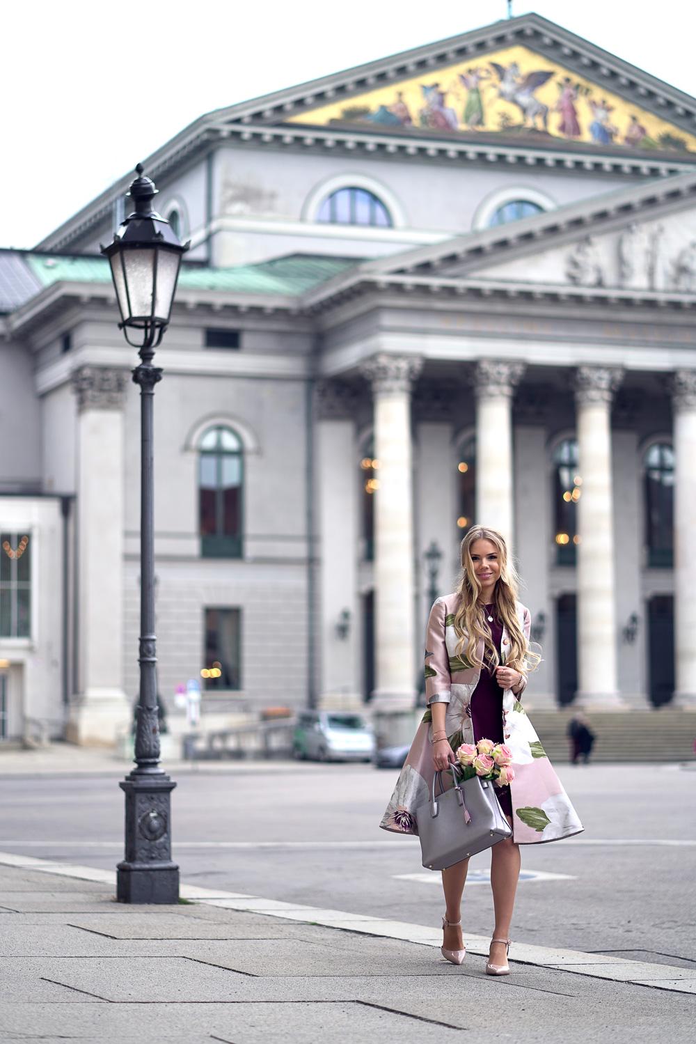 Fashionweek Look Ted Baker-rotes Kleid-Spitze-MCM Tasche-Orsay High Heels