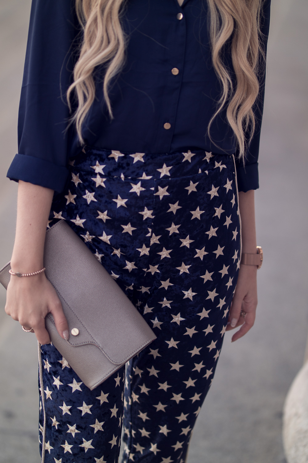 Detail Fotografie-Sternenprint Jogginghose-Clutch gold