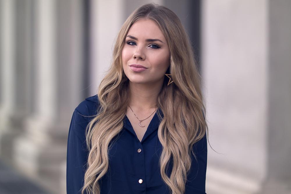 Fashionblogger München-Portrait blaue Bluse