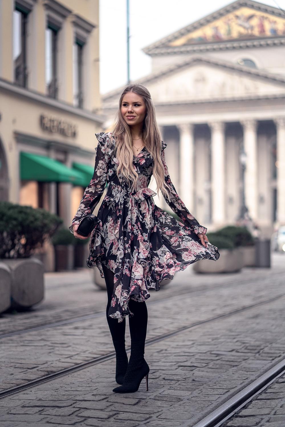 Blumen Print-Blumenmuster- Flower Print-Asymmetrie-hohe Stiefeletten-Versace Tasche