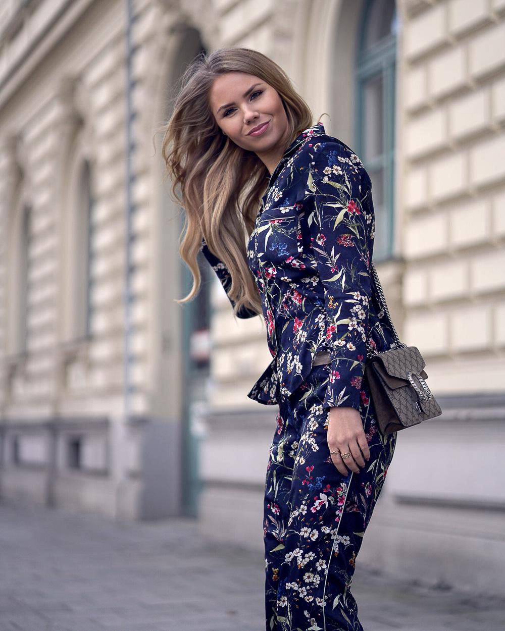Orsay Pyjama Look mit Flowerprint + Gucci Tasche