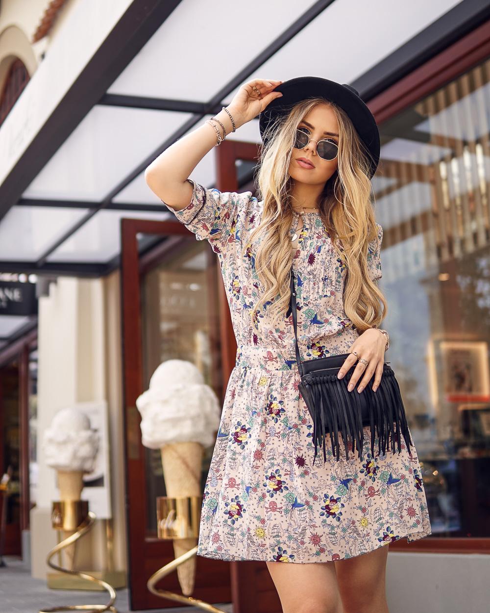 Modeblog München-Holiday Outfit-Boho Kleid-Fransen Tasche-Hut-zadigetvoltaire-Fidenza Village-Mailand