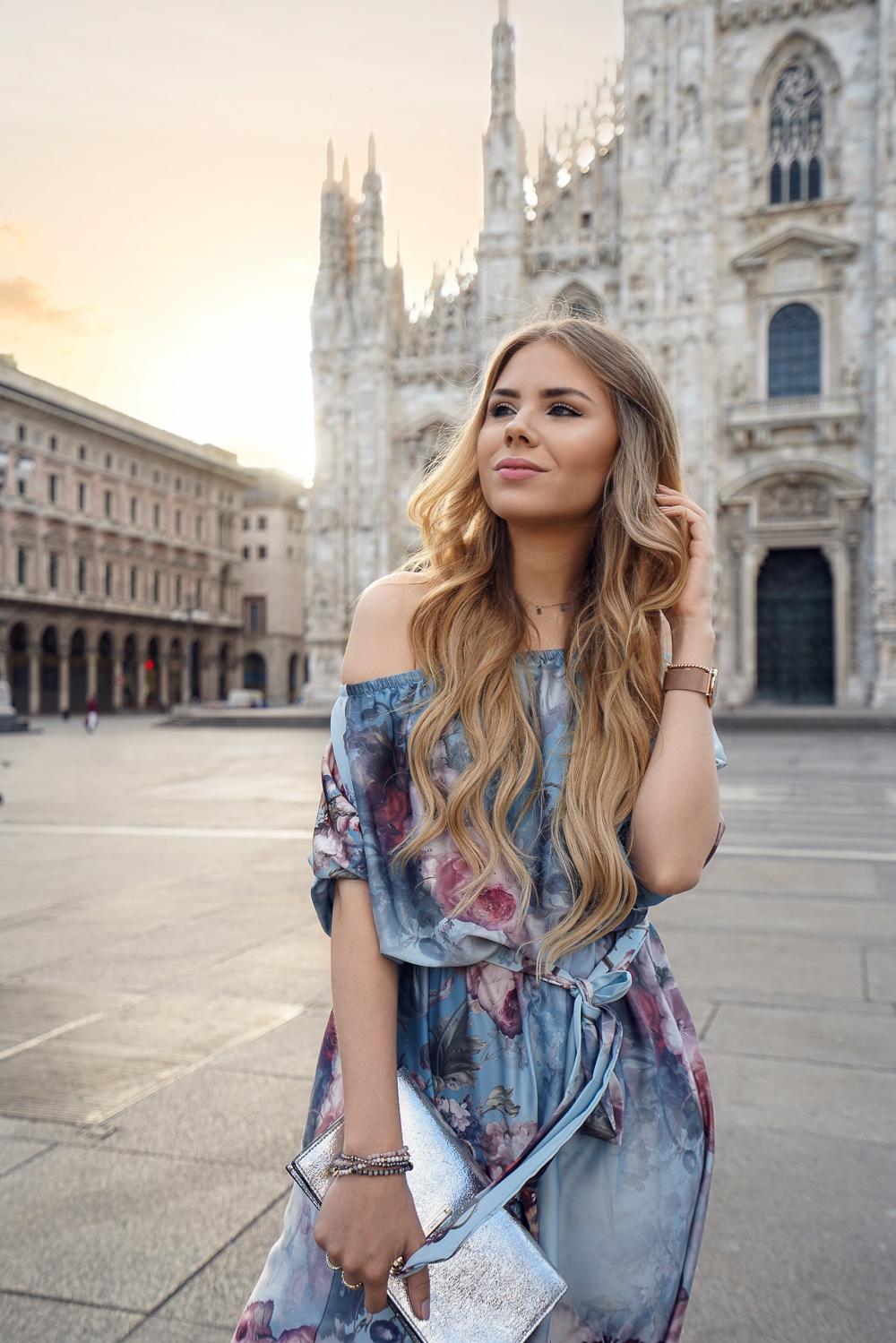 Fotospot Mailand Dom-blaues Off-Shoulder Kleid