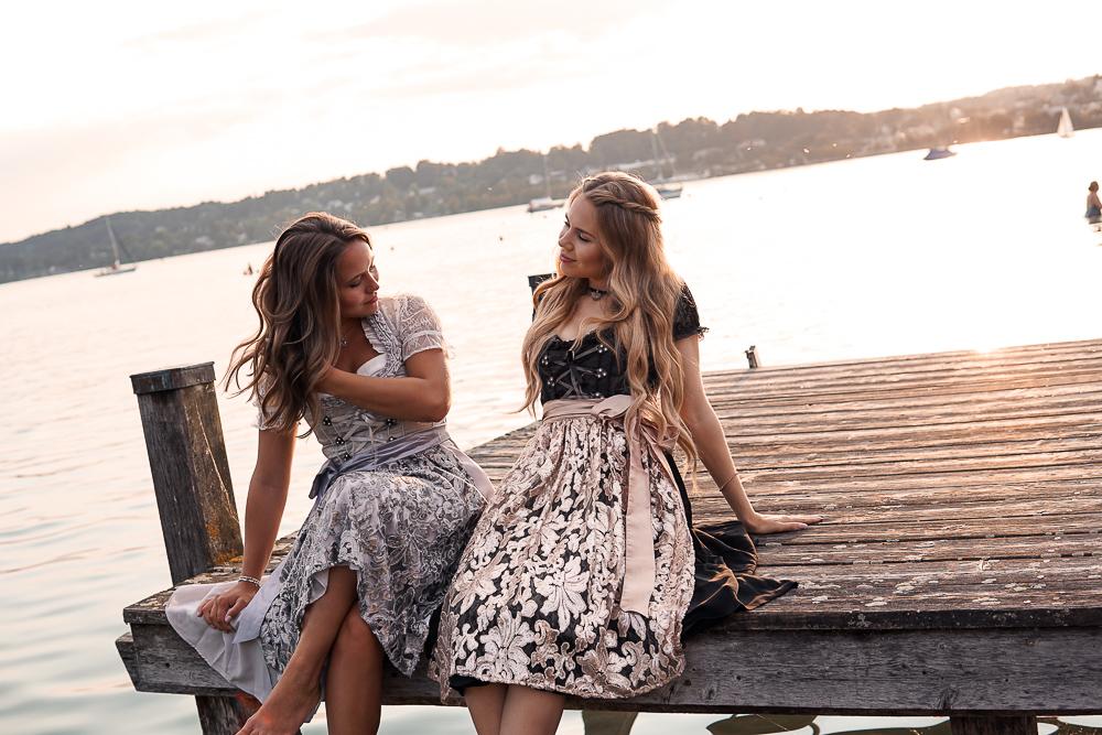 Freundschafts Fotografie mit Dirndl am See