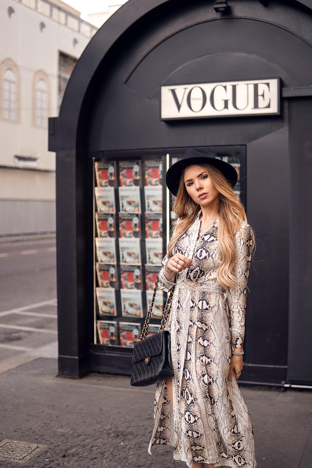 Vogue Kiosk Stand Zeitungsstand Mailand Milano - Adresse