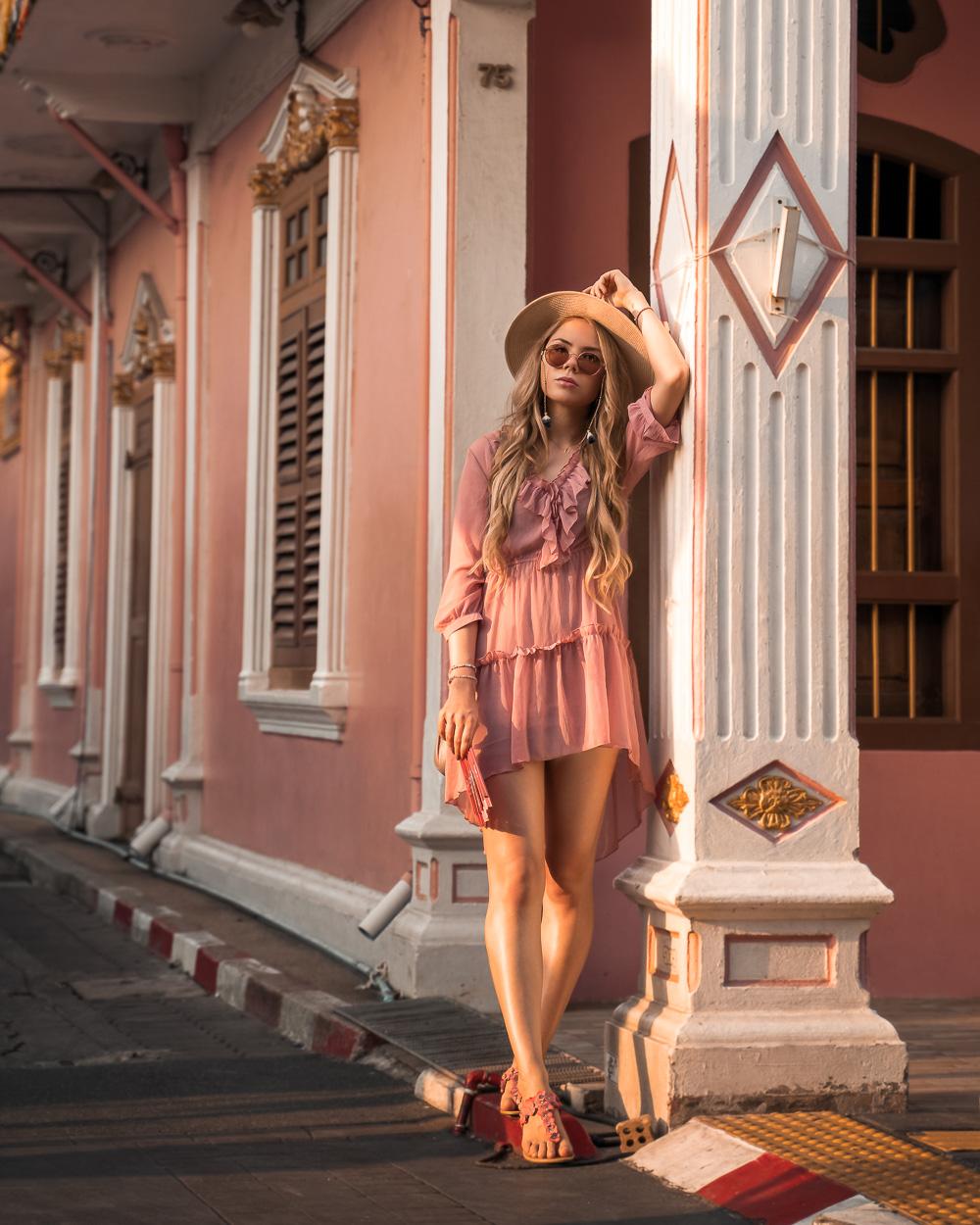 Sommerkleid rosa-Sandalen-Hut